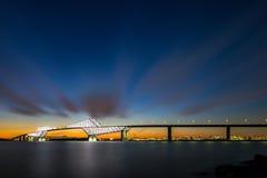 Nuit de pont en porte de Tokyo Images stock