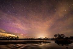 Nuit de ressort par la rivière Photos libres de droits