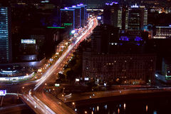 Nuit de rue de ville de Moscou Photo stock