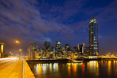 Nuit de St George Wharf In London At Photographie stock