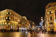 Nuit de St Petersburg, Nevsky Prospekt photos libres de droits