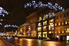 Nuit de St Petersburg, Nevsky Prospekt image libre de droits