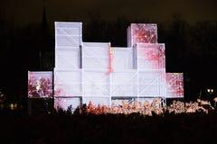 Nuit de Staro Riga, monumenth d'art de fassion avec des lumières Image libre de droits