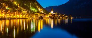 Nuit de village de Hallstatt Photo libre de droits