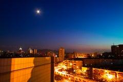 Nuit de ville d'Urumqi Image libre de droits