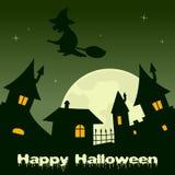 Nuit de ville de Halloween avec la pleine lune et la sorcière Photo stock