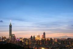 Nuit de ville de Taïpeh Image libre de droits