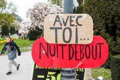 'Nuit Debout' of 'Bevindende nacht' op zijn plaats DE La Republique Stock Afbeeldingen