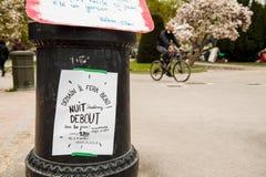 'Nuit Debout' oder 'stehende Nacht' an der richtigen Stelle de la Republique Lizenzfreies Stockbild