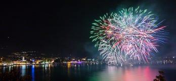 Nuit des feux d'artifice de faires photographie stock libre de droits