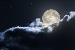Nuit nuageuse de pleine lune Photographie stock libre de droits