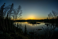Nuit polaire loin de ville Images stock