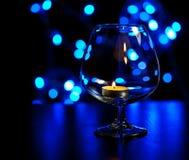 Nuit romantique avec le fond de lueur d'une bougie et de bokeh An neuf Photographie stock libre de droits
