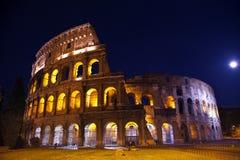 Nuit Rome Italie de lune de vue d'ensemble de Colosseum Images libres de droits