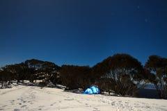 Nuit sur la montagne photographie stock libre de droits