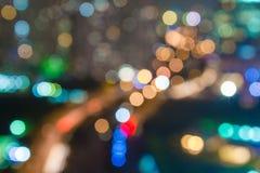 Nuit sur la ville pour la grande partie avec des amis et le divertissement Temps de bonheur et d'amusement Image stock