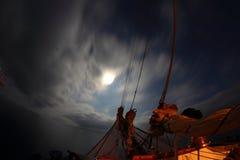 Nuit sur un vieux bateau de navigation Image libre de droits