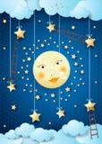 Nuit surréaliste avec la pleine lune, les étoiles accrochantes et les échelles Photographie stock libre de droits
