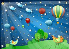 Nuit surréaliste avec les ballons à air chauds, les projecteurs, les oiseaux et les poissons de vol photos stock