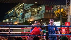 Nuit thaïlandaise de combat de boxe Photo stock