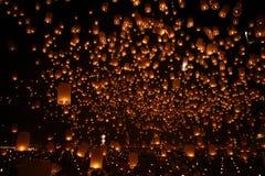 Nuit traditionnelle de ballon newyear heureux de Noël Photographie stock libre de droits