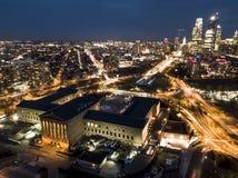 Nuits de Phiadelphia - tir de bourdon photographie stock libre de droits