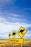 Nullarbor vanligt Iconic tecken och stor SKy Royaltyfri Foto