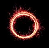 Nullzahlabschluß der Feuerwerke oben Brennende Wunderkerze in Form des Ovals und Kreis lokalisiert auf schwarzem Hintergrund Gege stockbilder