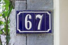 Numéro de maison soixante-sept 67 Photos stock