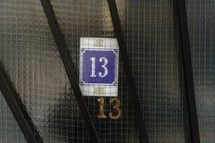 Numéro de maison treize 13 Photos stock