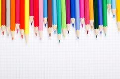 Numéro des crayons sur l'écriture d'école Image stock