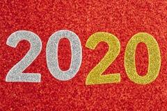 Numéro deux mille et vingt au-dessus d'un fond rouge Anniversar Image stock