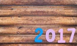 Numéro deux mille sept de texte en bois sur le vieux plancher en bois brun Image libre de droits