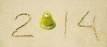 Numéro 2014 sur la plage sablonneuse - concept de vacances Photographie stock