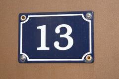 Numéro treize sur le mur Photographie stock