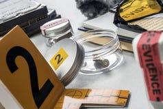 Numéros d'identification, équipement légal de diverses preuves de laboratoire photo stock