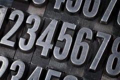 Numéros dans le vieux type en métal Photos stock