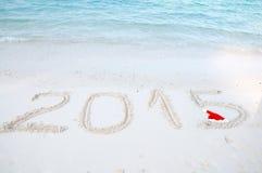Numéros 2015 sur le sable tropical de plage Photographie stock libre de droits
