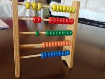 Numeração da criança do ábaco e aprendizagem do jogo matemático fotografia de stock royalty free
