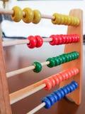 Numeração da criança do ábaco e aprendizagem do jogo matemático imagem de stock