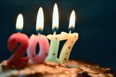 Numere 2017, como o ano novo, em um bolo Fotografia de Stock