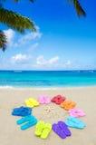 Numere 2015 con chancletas del color en la playa Foto de archivo libre de regalías