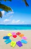 Numere 2015 con chancletas del color en la playa Fotos de archivo libres de regalías