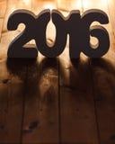 Numere 2016 en el fondo de madera de la tabla, plantilla del Año Nuevo Fotos de archivo libres de regalías