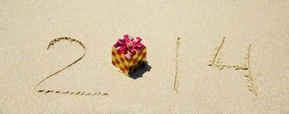 Numere 2014 en la playa arenosa - concepto del día de fiesta Fotos de archivo libres de regalías