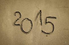 Numere 2015 escrito en la arena Fotografía de archivo