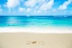 Numere 2015 na areia - conceito do feriado Imagem de Stock