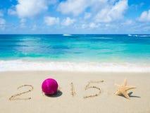 Numere 2015 na areia - conceito do feriado Fotos de Stock Royalty Free