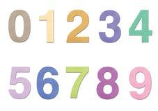 Numere a partir de la 0 a 9 en papel sobre el fondo blanco Fotografía de archivo