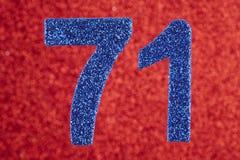 Numere seventy-one cores do azul sobre um fundo vermelho anniversary Fotos de Stock Royalty Free